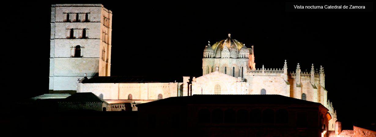 Vista nocturna Catedral de San Salvador de Zamora - Visitas Guiadas Zamora